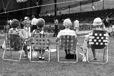 72-25; Ladies on Folding Chairs at MRF